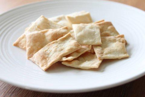 Crackers salati alla curcuma, la ricetta della settimana