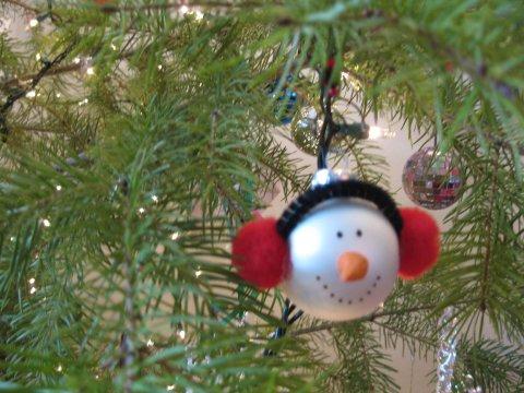 Dieci idee per decorare in maniera creativa il tuo albero di natale