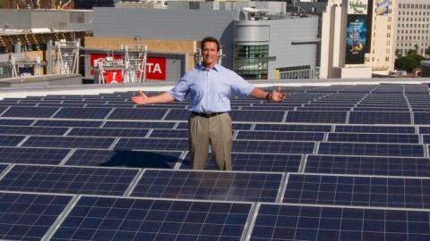 Le tre domande sull'energia pulita di Arnold Schwarzenegger