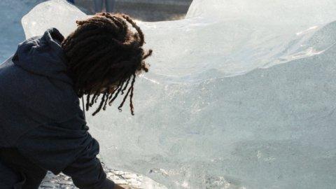 Clima, 12 iceberg in piazza a Parigi direttamente dalla Groenlandia