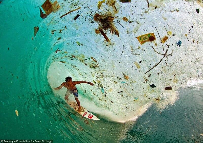 10-foto-pazzesche-sullo-stato-del-nostro-pianeta-surf-mare-inquinato