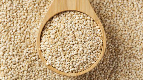 Insalata di quinoa mediterranea, la ricetta del lunedì