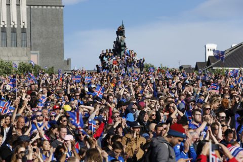 Islanda, folle oceanica in patria per l'ultima geyser dance