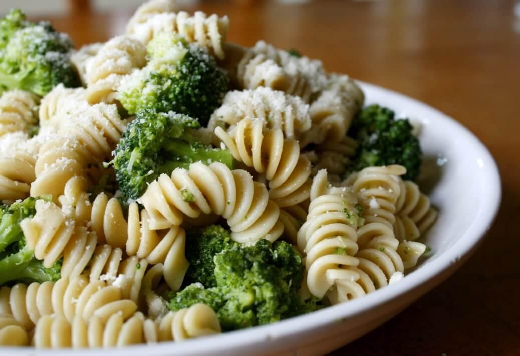 Fusilli con broccolo romano e tofu, la ricetta del lunedì