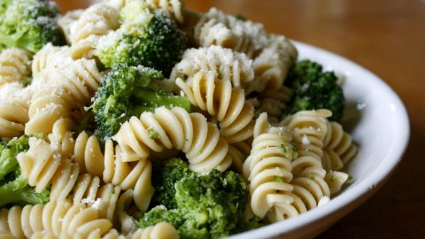 Fusilli con broccolo romano e tofu, la ricetta