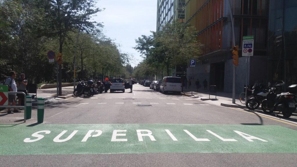 Barcellona punta tutto sulla pedonalizzazione, città restituita alle persone