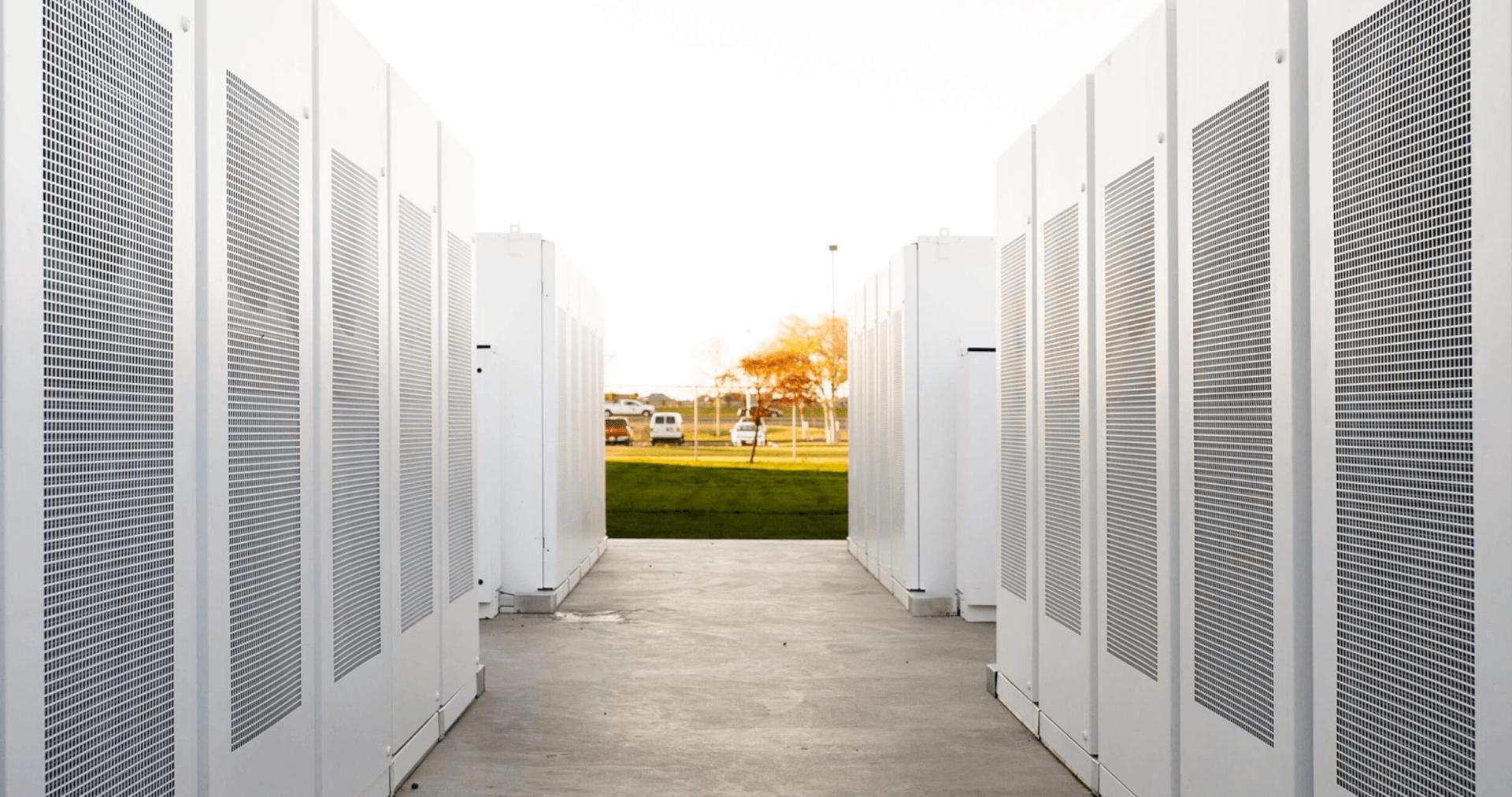 Elons Musk: sistemo la rete elettrica australiana in 100 giorni, se no lo faccio gratis. L'energia solare è sempre più una realtà concreta.