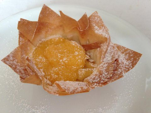 Cestini di pasta fillo con frutta e crema pasticcera
