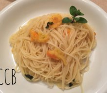 Pasta con pomodorini gialli e origano fresco