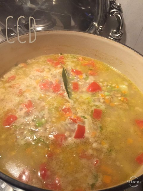 Minestrone di farro, lenticchie e spezzati