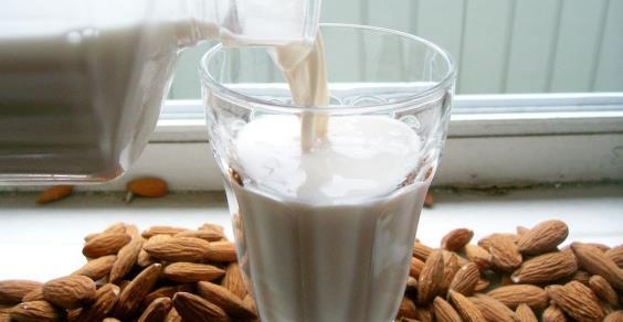Tutti-i-tipi-di-latte-vegetale-feat.jpg