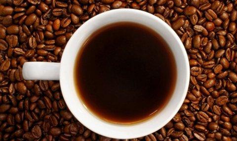 Tutto il buono del caffè: le origini di questo piacere a cui moltissimi italiani non sanno rinunciare