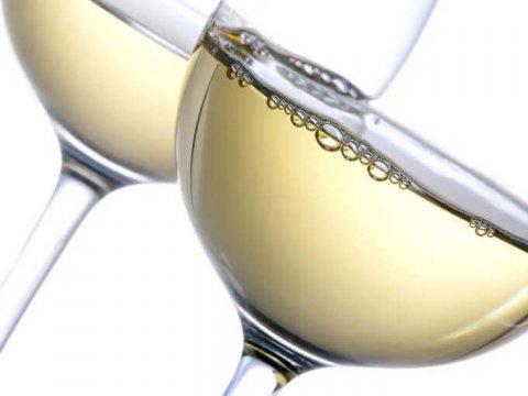 Ricette con vino chardonnay: risotto allo chardonnay con pistilli di zafferano