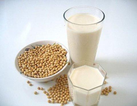 Il latte di soia fa bene: le qualità di una bevanda gustosa e salutare